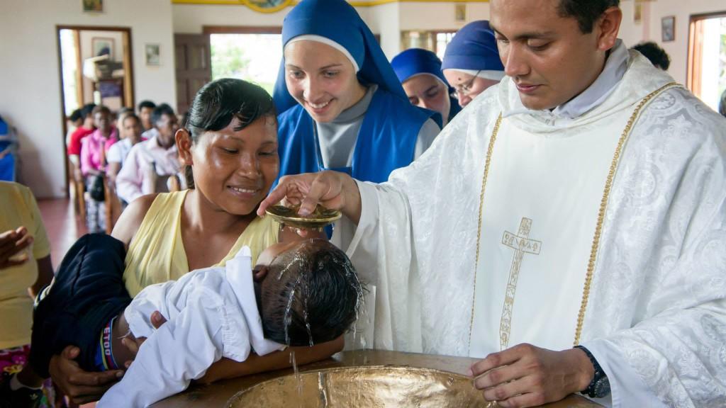 Batismo numa missão do IVE